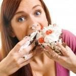 5 Signos de que estás comiendo por ansiedad y cómo evitarlo
