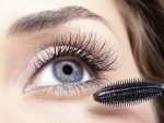 5 usos de belleza del cepillo de tu máscara de pestañas